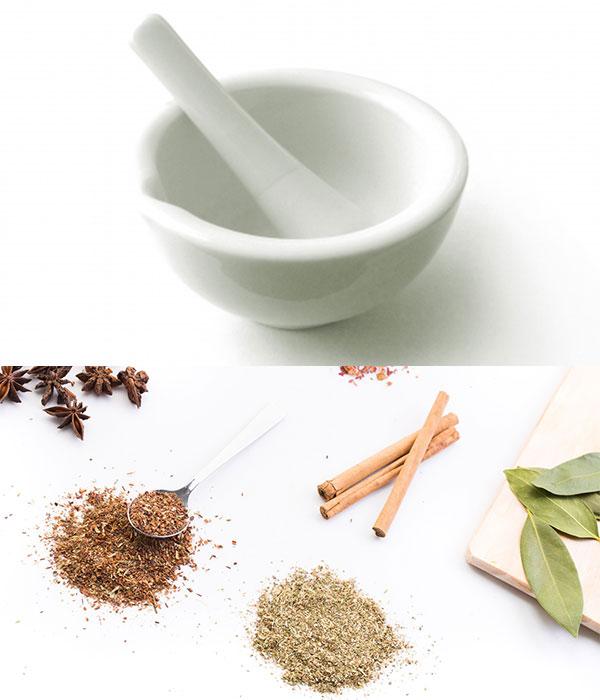 すり鉢と薬草